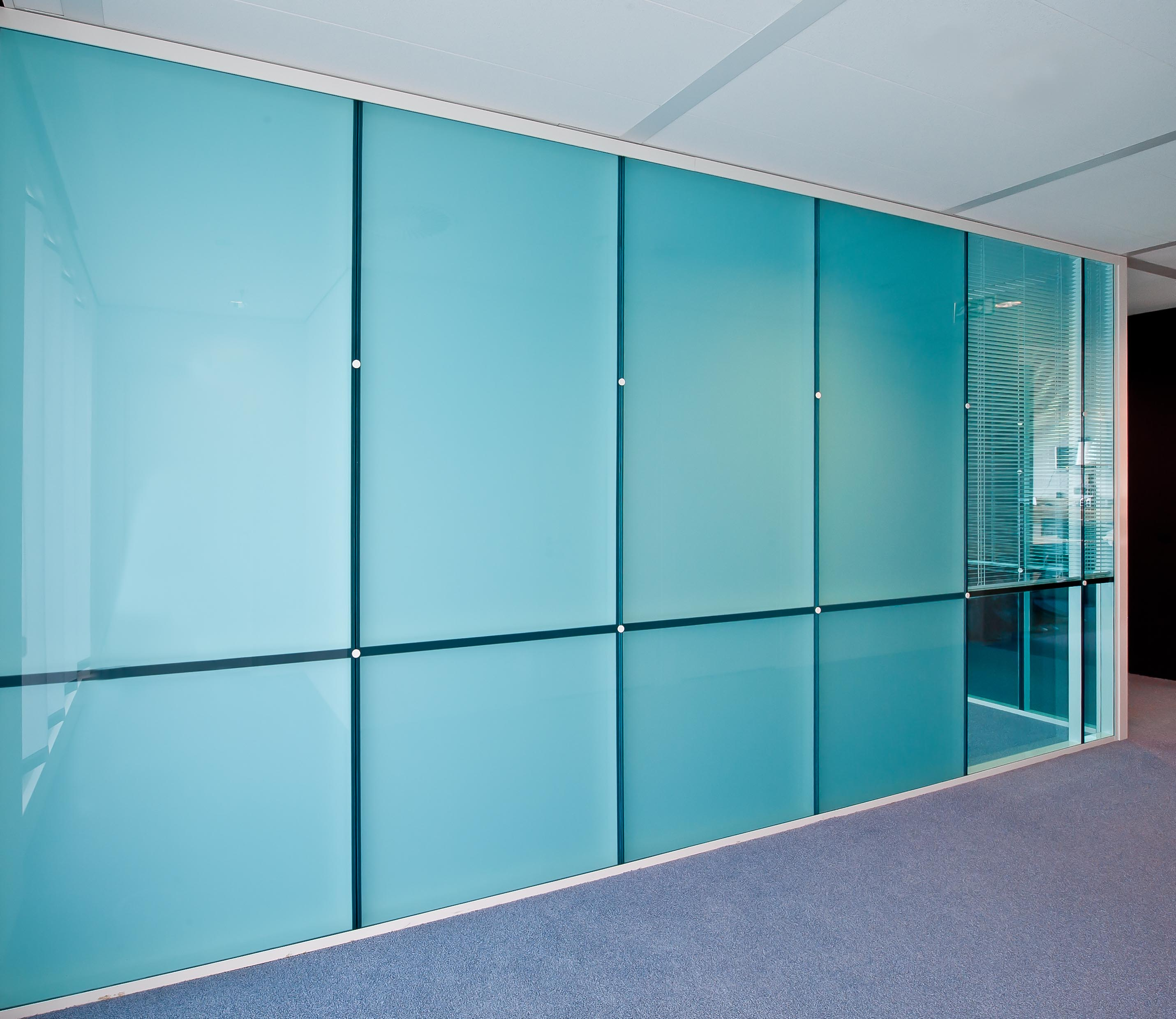 Full glass flush wall with blue glass and shades between the glass