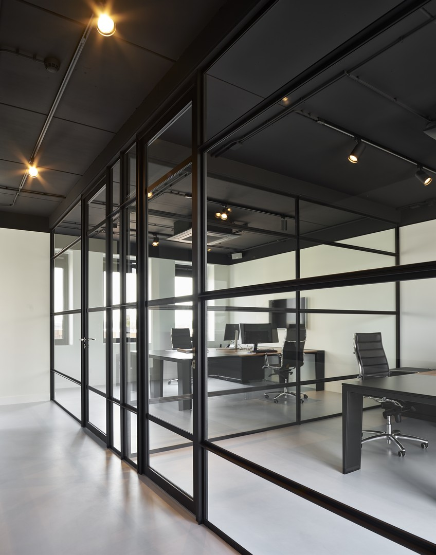 """QbiQ """"Route 66"""" partition wall with industrial look"""
