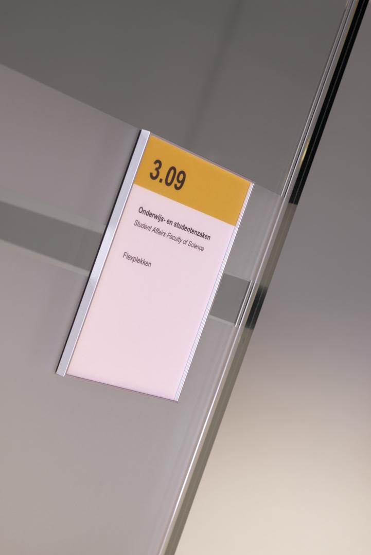 Sign on a single glass removable wall at Menneart University Utrecht
