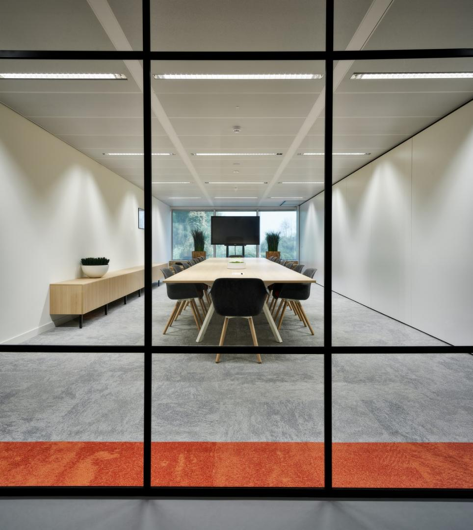 Industrial glass partition with horizontal and vertical dividing