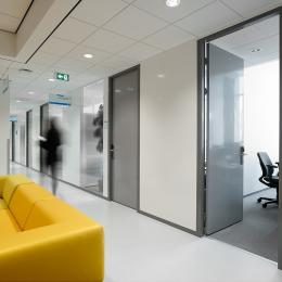 Partitions walls with steel door with aluminum frame and electronic lock
