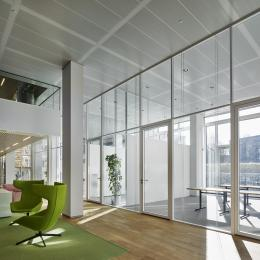 Extra high glass wall with double glazing