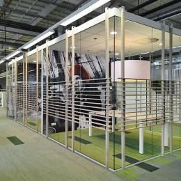 Vrijstaande glazen kantoorunits bij wonenCentraal
