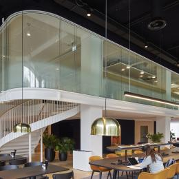 Curved double glass office wall with high sound reduction