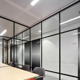 Meeting rooms with an old fashion industrial look glass partition
