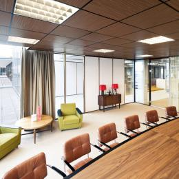 Boardroom with QbIQ glass walls with brown profiles