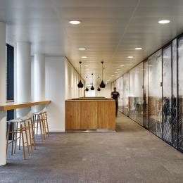 Glaswanden op eerste verdieping