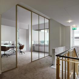 Boardroom with single glass wall in alugold profiles