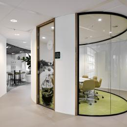 Oval conversation room made of single glass and closed panels