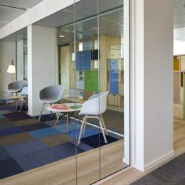 Circulaire office glass wall made of cutting loss glass panels