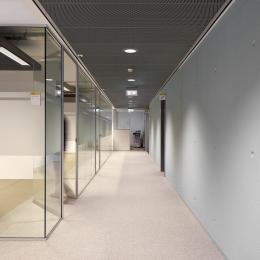 IQ-Single glass wall with full glass door