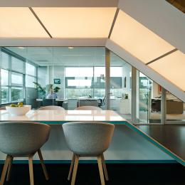 Corridor with double glass demountable walls with zero-join seam