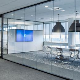 Boardroom made of double glass partition with high sound insulation