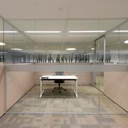 Partition wall to divide office
