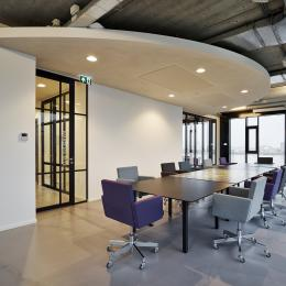 Boardroom with IQ-Single with vertical and horizontal grid