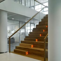 Cental staircase with double glass walls at Ernst & Young Venlo, The Netherlands