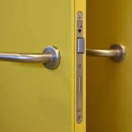 QbiQ lock in a steel door. The door frame is made of aluminum with a steel sheet added.