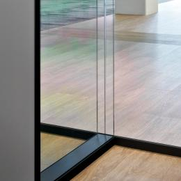 Full glass partition wall with T-connection Single and double glass