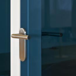 "Door handle ""Amsterdam"" on a framed flush door DKR100"