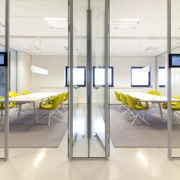 T-connection single glass partitions wall with two doors