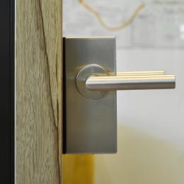 Full glass door with door handle
