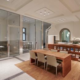AluChrome demountable glass wall with flush doors