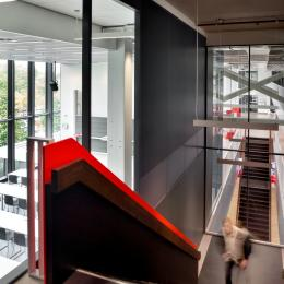 Extra high partition wall in the staircase at Atlas TU/e in Eindhoven