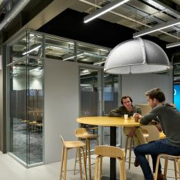 Social corner with steeel / glass partition walls of QbiQ