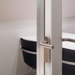 Double glass flush door with high sound values