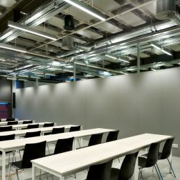 A class room withsteel panels partition walls of QbiQ