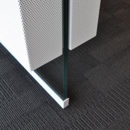 Foor with Single glass wall and acoustic panels on both sides of the glass