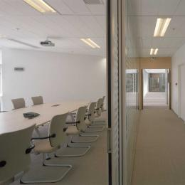 Boardroom with IQ Cristal Glass Wall System