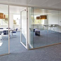 T-aansluiting glassysteemwand enkel en dubbelglas