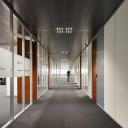 Office corridor with on both sides IQ-Pro partition glass walls