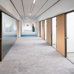 Double glass corridor divding partition with blinds between the glass