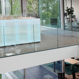 Glass balustrade system for top mounting