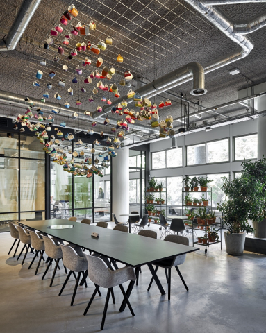 Double glass Route 66 office wall with industrial look an feel