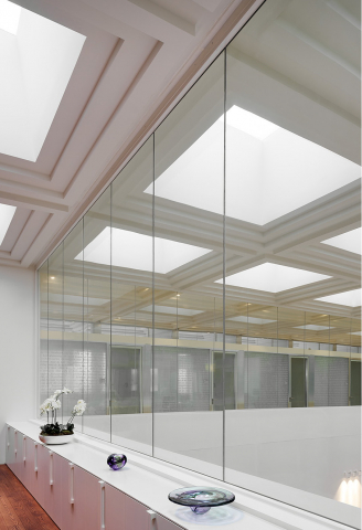 Fire resistant glass wall with EI30 + EW60 classification.