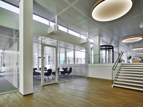 Extra high glass partitions walls