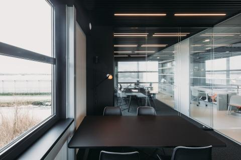 Office dividing double glass partition