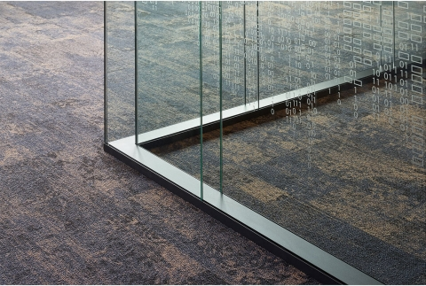 Corner detail double glass free standing office