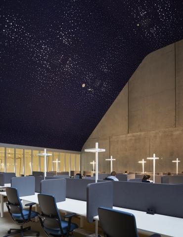 iQ-Pro double glass wall in the star heaven hall at Minnaert Utrecht