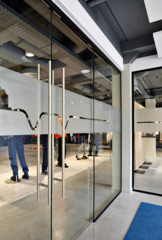 Sliding doors in the conversation room