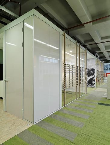 Free standing office units for concentration workspace