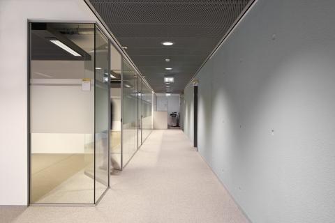 IQ-Single glass wall with full glass door