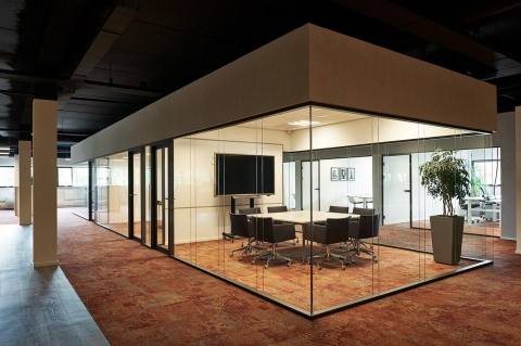 Double glass free standing office unit