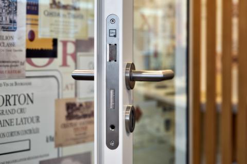 QbiQ KDEC door with QbiQ lock