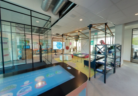 Glass walls with classic industrial look