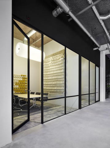 Glass partition wall with industrial look & feel from the thirties
