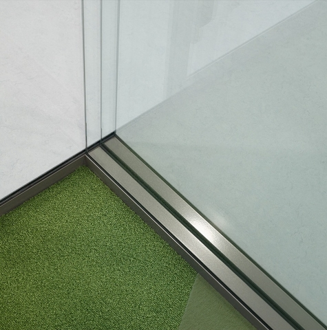 Corner connection from triple glass to single glass